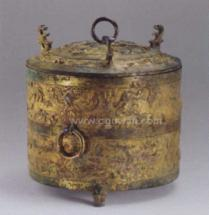 樽:古代盛酒器。下可加热。应可用于备制古代药酒
